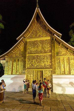 วัดเชียงทอง: Chariot Hall (met 'crematie' koets van de koning)