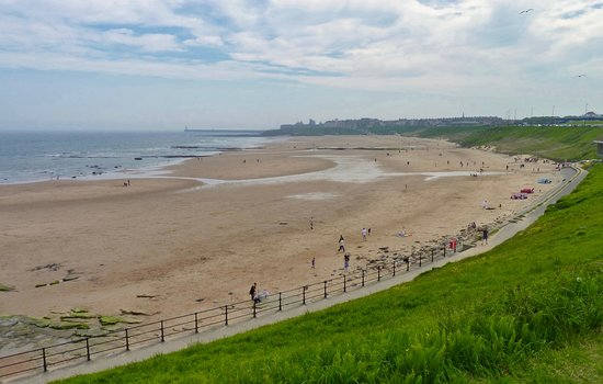 Long Sands Beach: Tynemouth 'Long Sands' Beach, looking south