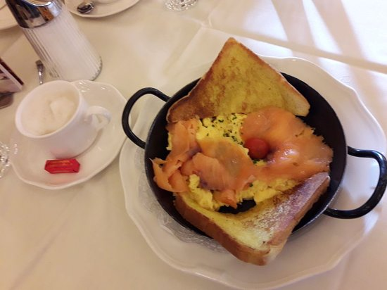 Cafe Central: scrambled eggs & smoked salmon