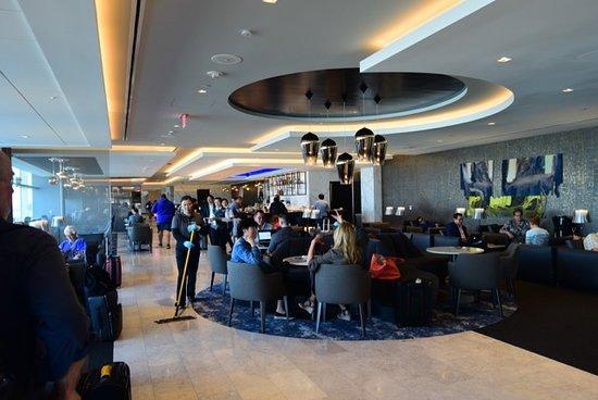 United Polaris Lounge : Lounge 2nf floor, near the bar