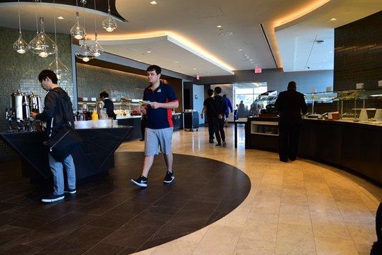 United Polaris Lounge : 2nd Floor Lounge main area