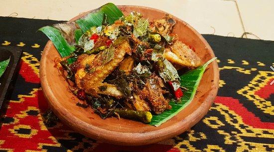 Sei Sapi Marase: Ayam Tangkap Khas Aceh! salah satu menu terbaik menurut saya yang ada disini! REMPAH BANGET!