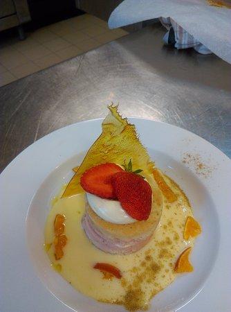 La Table Fermière: charlotte fraise et crème verveine