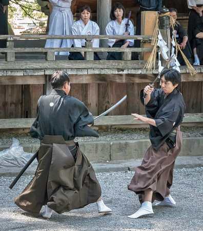 Suwa Shrine : Martial arts in the shrine grounds
