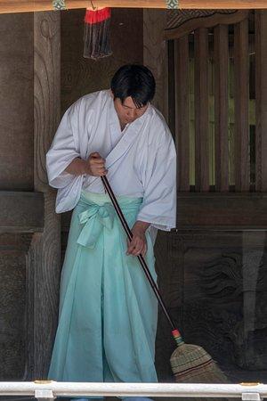 Suwa Shrine: Sweeping, always sweeping...