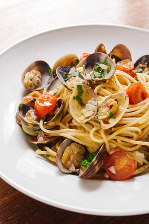 Zabo: Spaghetti alla Vongole, citron confit et petites tomates Pachino