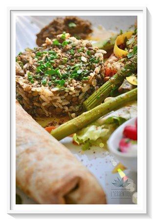 L'Essentiel: Salade du jour et croustillant au poulet.