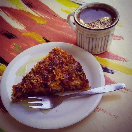 "Archanes, Греция: Συνεταιριστικο καφενειο παντοπωλειο ""Πλουμι"""