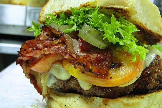 Mr. Pimenta Food Trailer: lanche3