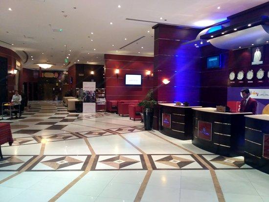 Horizon Manor Hotel : Reception and lobby