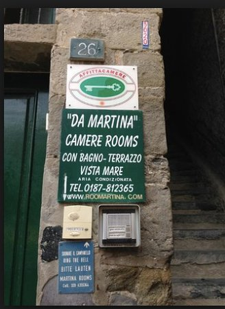 Camere - Rooms di Martina Callo: At the bottom of the steps to the rooms