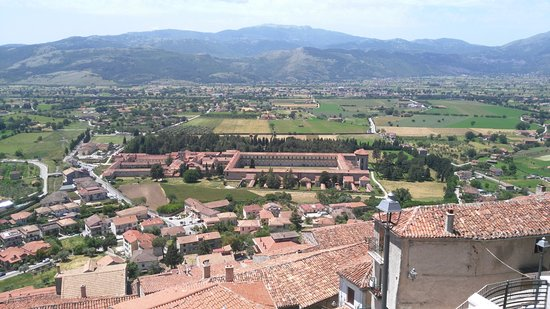 DO Giulino: Certosa vista da centro storico.