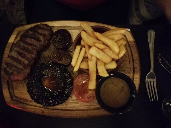 Westbourne Grill House : Steak and pepper sauce...