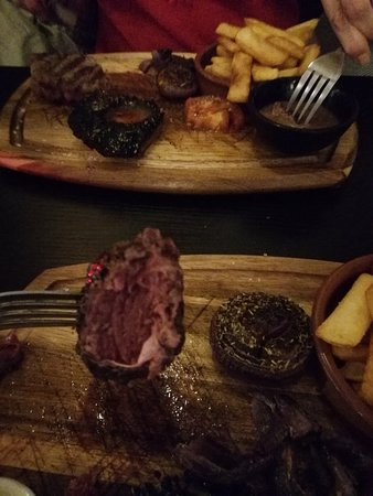 Westbourne Grill House : Would you look!! Kangaroo steak...