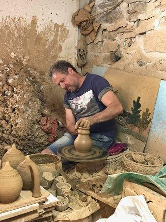 Limpertas Manolis Pottery照片