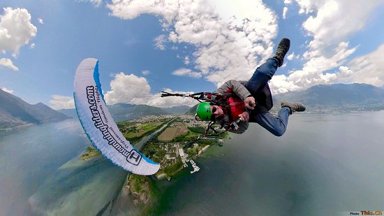 Локарно, Швейцария: Enjoy acrobatic paragliding flights at the Delta of the Maggia river
