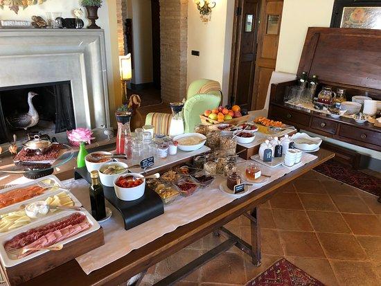 ลา พาลาซเซตตา เดล เวสโคโว: Frühstücksbuffet (zusätzlich Eierspeisen werden frisch zubereitet)