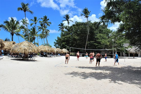 Be Live Collection Canoa: volleybal on the beach