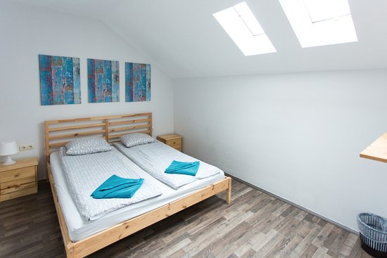 Falling Lakes Hostel: Simply Euphoric - Private Room