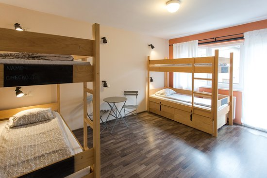 Falling Lakes Hostel: 4 bed dorm with balcony