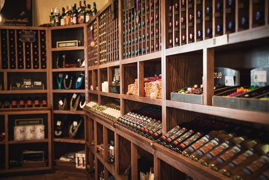Carlos Creek Winery: Carlos Creek Tasting Room Wine Rack