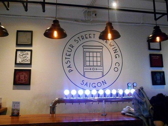 Pasteur Street Brewing Company: Détail du bar