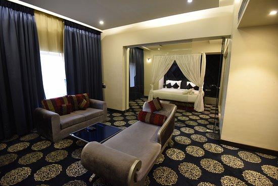 โรงแรมชารานัม: VITS Sharan Suite Room