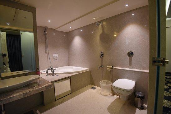 โรงแรมชารานัม: Bath Room