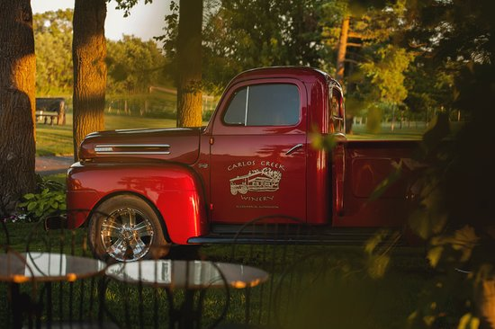 Carlos Creek Winery: Our often photographed 1950s Red Truck