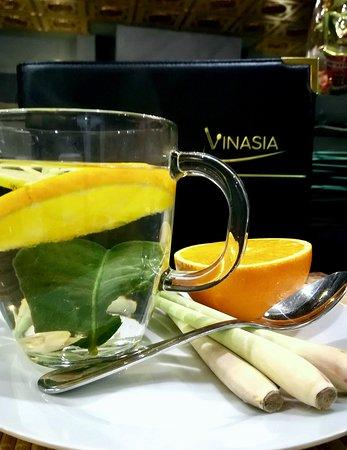 Vinasia: Unser Yuzu Tee: Orange, Zitrone, Zitronengras, Limettenblatt und Honig