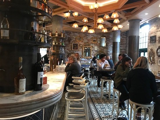 Cluny Bistro: The bar