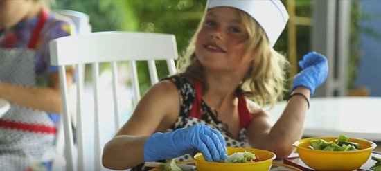 Ibiscos Garden Hotel: Kids Organic Vegetable Farming and Cooking Classes