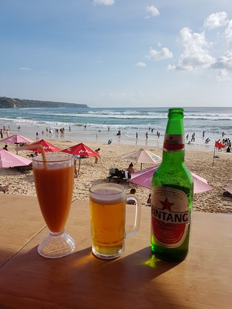 Dreamland Beach Warung: cold beer and great fresh fruit juice