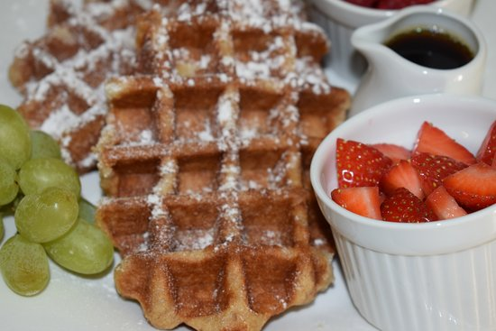 Grosvenor View - Guest House: Fresh Fruit and Waffles