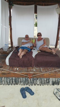 Secrets Maroma Beach Riviera Cancun: Enjoying our beach bed!