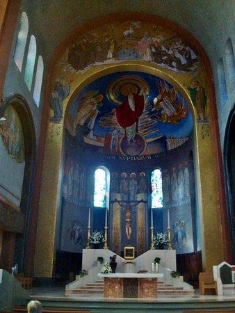 Santuario di Santa Rita: Altare e abside