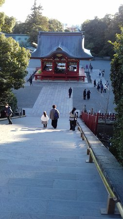 Tsurugaoka Hachimangu Shrine: looking down to the lower worship hall
