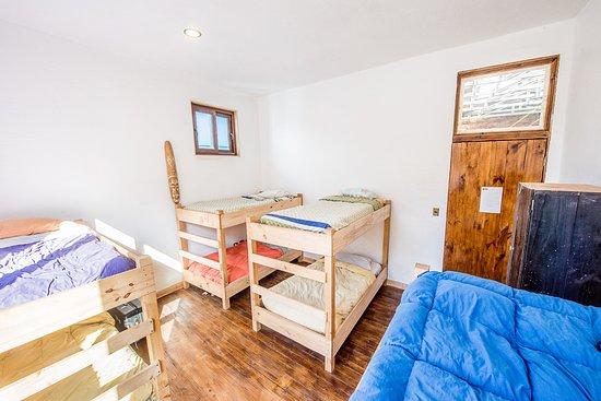 Hostal Licanantay: Habitacion compartida 8 camas
