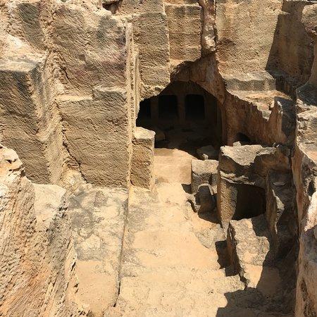 สุสานกษัตริย์: 王家の墓