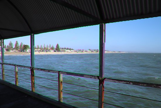 Henley Square: Some shelter