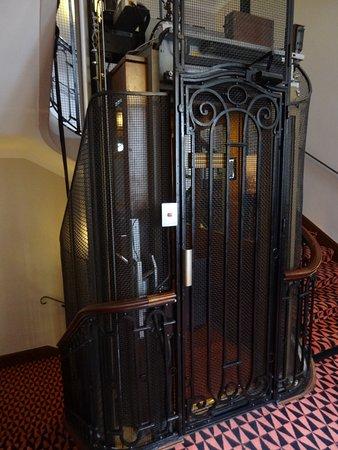 Hotel Mercure Bayonne Centre Le Grand Hotel: Elevator