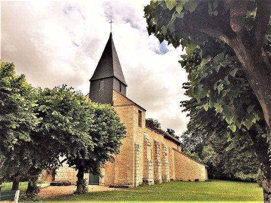 Eglise Notre Dame de l'Assomption : L'église Saint-Hilaire de Salles-en-Toulon à Valdivienne