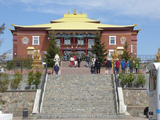 Datsan Rinpoche Bagsha: Imposanter Bau auf dem Hügel