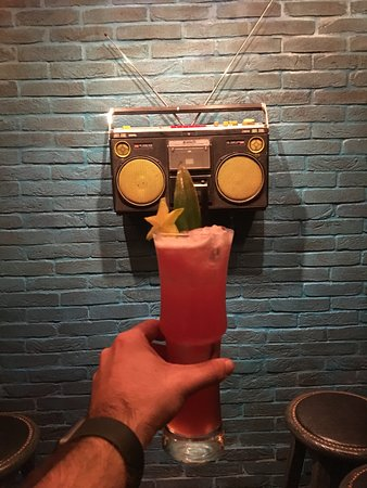 Hamra Fm: Music and Drinks ... Great mix.
