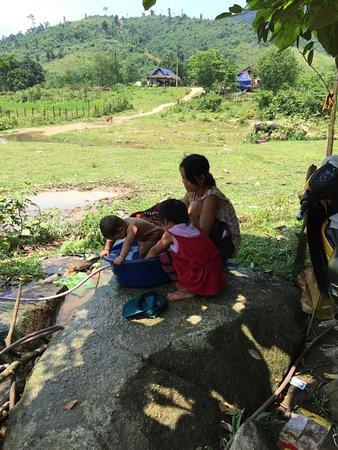 Phong Nha Booking Tour: people minorities