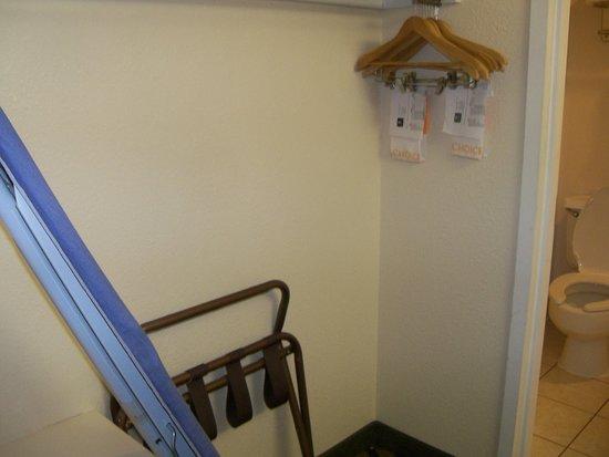 Clarion Hotel Palmer Inn : The closet