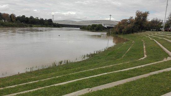 Parque del Agua: Al borde del río.