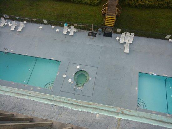 Tropical Seas Hotel: Pools and hot tub