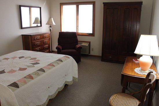 Lanesboro, MN: Nine of our rooms are decorated with antiques from our family collection.