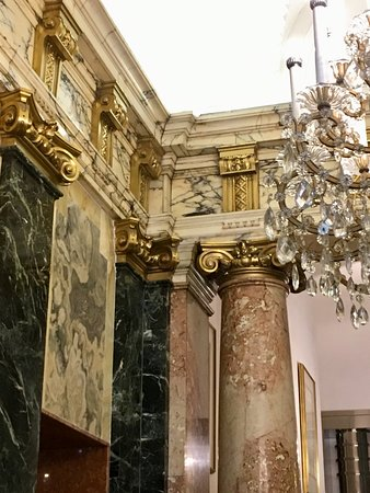 Hotel Ambassador: Hotel Lobby